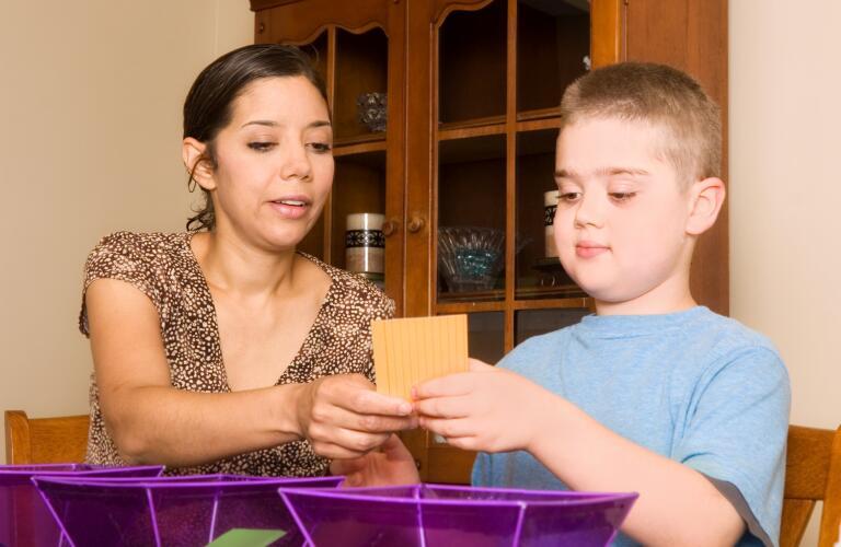 speech-therapist-working-with-child