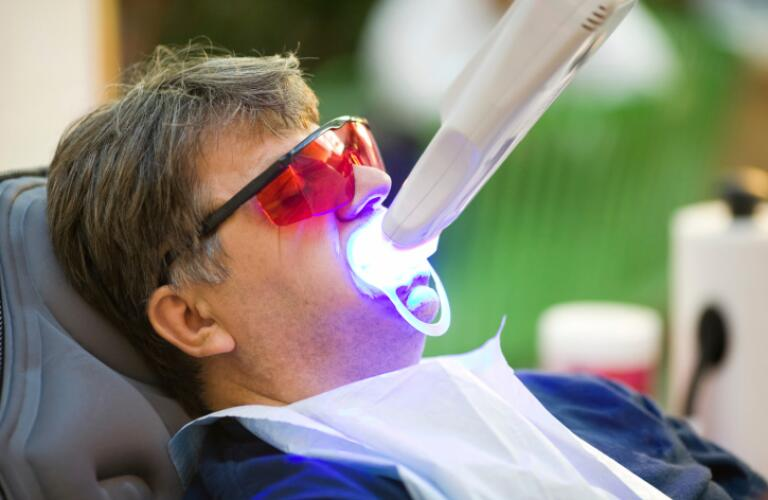 UV teeth whitening