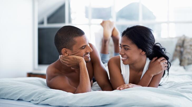 couple-parler-au-lit