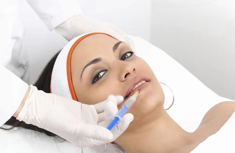 woman-receiving-cosmetic-filler