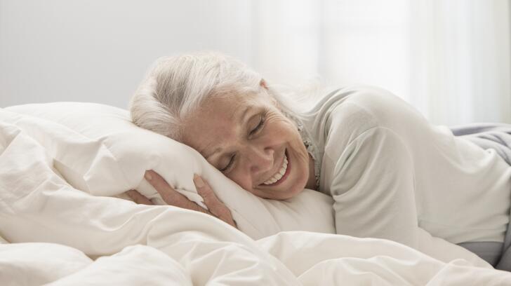 Mulher mais velha, dormir