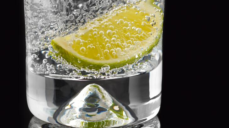 tonic-water-with-lime