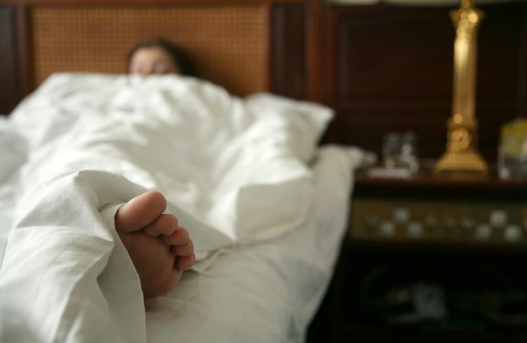 woman-sleeping-in-bed