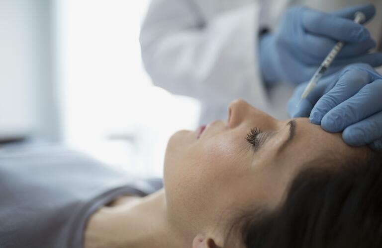 woman-receiving-botox-injection-on-forehead