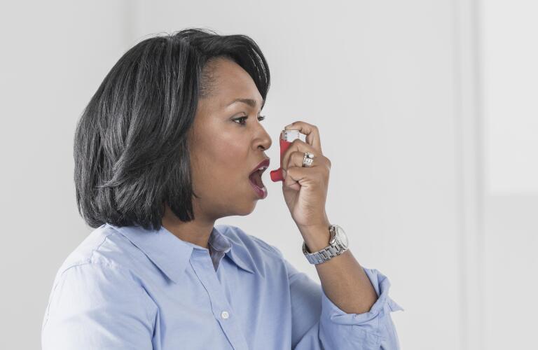 woman-using-inhaler