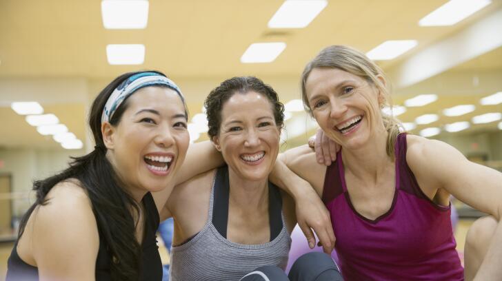exercício-grupo-de-mulheres-sorrindo