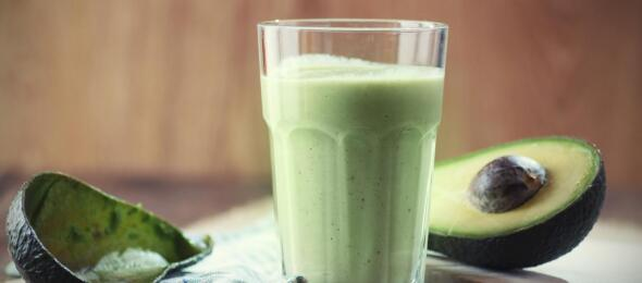 green-smoothie-with-avocado