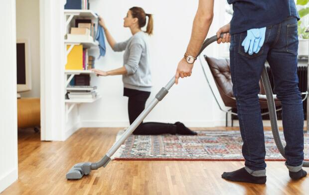 couple-house-cleaning-with-vacuum