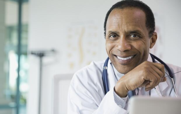 portrait-of-smiling-doctor