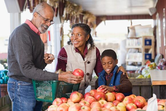 grandparents-at-farmers-market-with-grandson