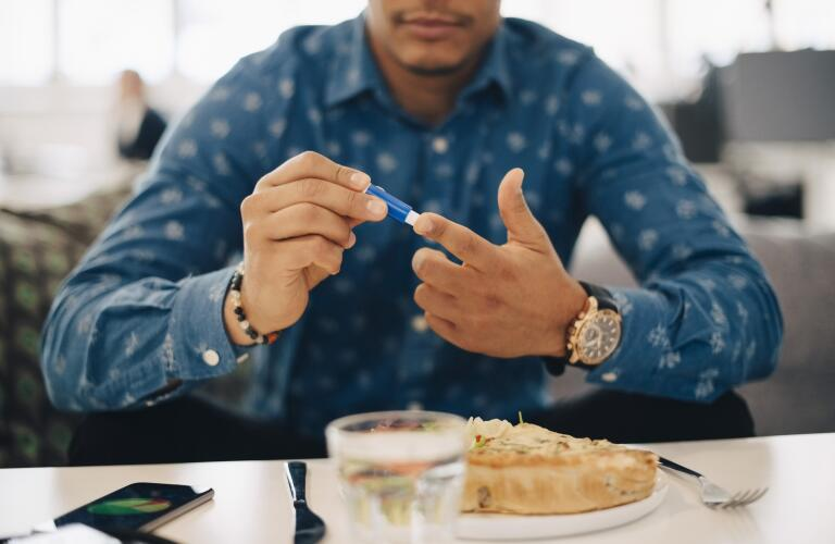 man giving self insulin shot with meal
