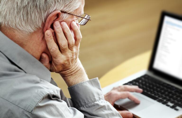 Senior-man-with-Laptop