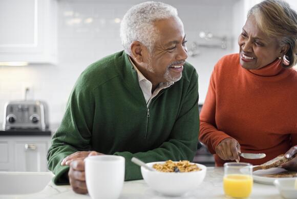 senior-couple-eating-breakfast
