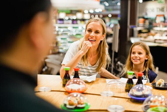 family-eating-dinner-at-restaurant