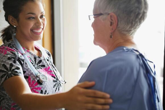 nurse-talking-to-patient