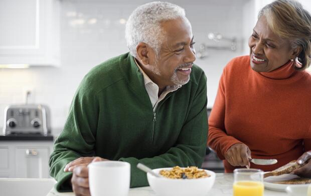 senior-couple-eating-breakfast